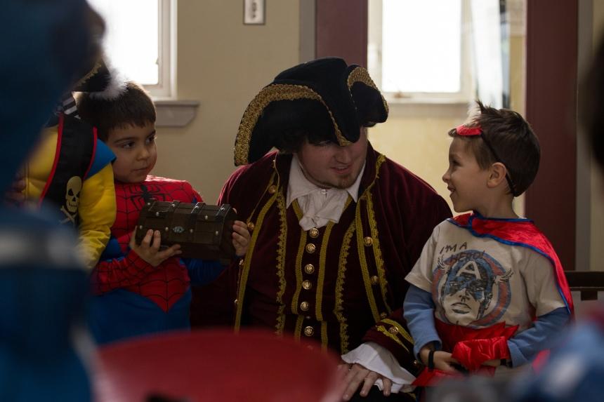 Toronto's Funny Pirate Magician!